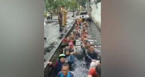 Cuplikan video yang menunjukkan kegiatan tes lapangan pegawai honorer yang diduga dilakukan di Jakarta Barat. instagram.com/kabarjakarta1
