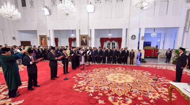 Presiden Jokowi menyaksikan pengucapan sumpah Dewan Pengawas KPK 2019-2023, di Istana Negara, Jakarta, Jumat (20/12) siang. Foto: Setkab