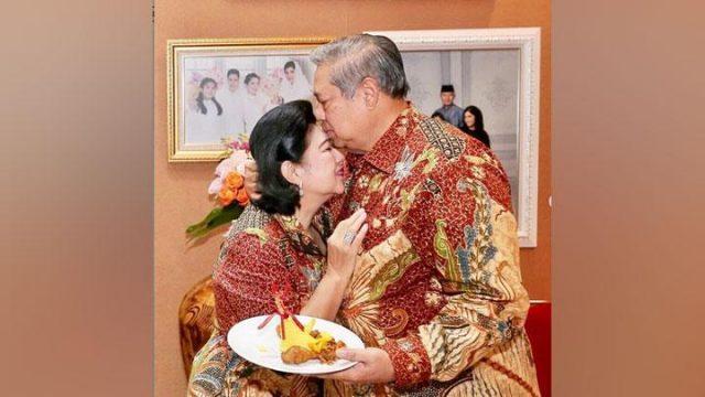 Ani Yudhoyono saat merayakan ulang tahunnya ke-66 bersama SBY dan keluarga, pada 6 Juli 2018. Instagram/@aniyudhoyono
