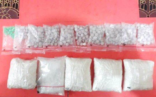 Barang bukti narkotika jenis sabu-sabu dan ekstasi siap edar yang disita Petugas Direktorat Reserse Narkoba Polda Lampung dari tersangka Supriyadi.