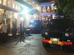 Tim Unit Penjinak Bom (Jibom) Satbrimoda Polda Lampung melakukan penyisiran di Hotel Bukit Randu di Jalan Kamboja, Kelurahan Kebon Jeruk, Bandarlampung, Minggu (12/1/2020) malam sekitar pukul 21.00 WIB.