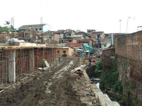 Rumahnya Kebanjiran, Warga Kupang Raya Keluhkan Bangunan Sekolah Internasional
