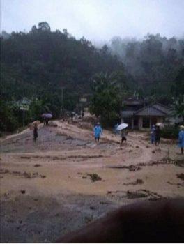 Banjir-Longsor di Waykerap-Sedayu, Jalinbar Tanggamus – Pesisir Barat Putus Total