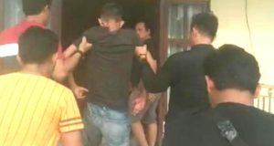 Tersangka Erwin (22), warga Pekon Menggala, Kecamatan Kota Agung Timur, Tanggamus DPO pembegalan modus nyaru jadi anggota polisi dihadiahi timah panas oleh Tim Tekab 308 Polres Tanggamus karena beruha kabur dan melawan saat ditangkap. (Photo: Humas Polres Tanggamus)