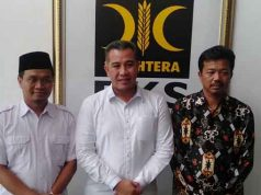 Dendi Ramadhona (tengah) usai mengikuti uji kelayakan dan kepatutan sebagai calon Bupati Pesawaran untuk Pilda Pesawaran 2020, di Kantor DPW PKS Lampung, Sabtu (18/1/2020).