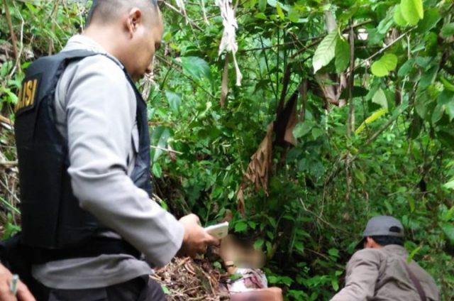 Jasad Jun Rianto (35), warga Dusun Sinar Ogan, Kampung Sinar Gading, Kecamatan Kasui, Way Kanan, yang ditemukan bersimbah darah dan tak bernyawa lagi di kebun karet. (Foto: Humas Polres Way Kanan).