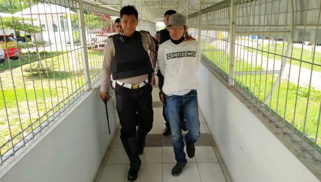 Pria warga Lampung Utara tersangka perampas mobil rental diringkus Polda Lampung di pintu tol Natar, Lampung Selatan, Kamis (22/1/2020).