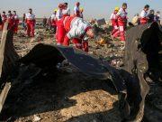 Puing-puing pesawat milik Ukraine International Airlines, yang jatuh setelah lepas landas dari bandara Iran Imam Khomeini, terlihat di pinggiran Teheran, Iran 8 Januari 2020. - Nazanin Tabatabaee / WANA (Kantor Berita Asia Barat) via REUTERS