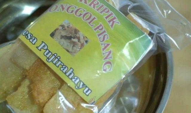 Kemasan keripik bonggol pisang hasil olahan Sukamto, warga Dusun Pujirahayu RT 02 Desa Pujirahayu, Kecamatan Merbau Mataram, Lampung Selatan siap dipasarkan.