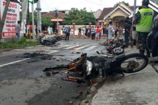 Sejumlah Kendaraan Dibakar Massa Menjelang Persebaya vs Arema FC