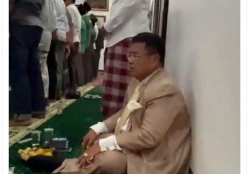 Viral Video Hotman Paris Terjebak di Dalam Masjid