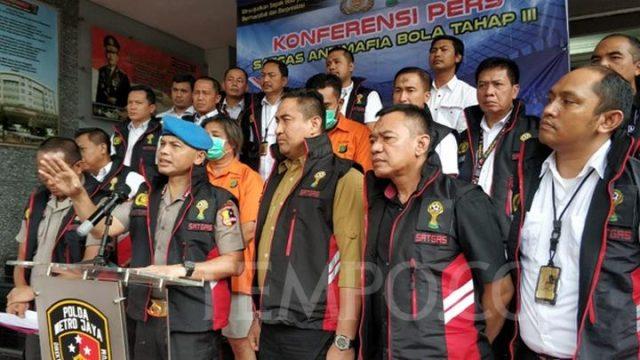 Satgas Antimafia Bola Jilid 3 saat merilis 2 DPO pengaturan skor yang telah tertangkap di Polda Metro Jaya, Jakarta Selatan, Rabu, 26 Februari 2020. TEMPO/M Julnis Firmansyah