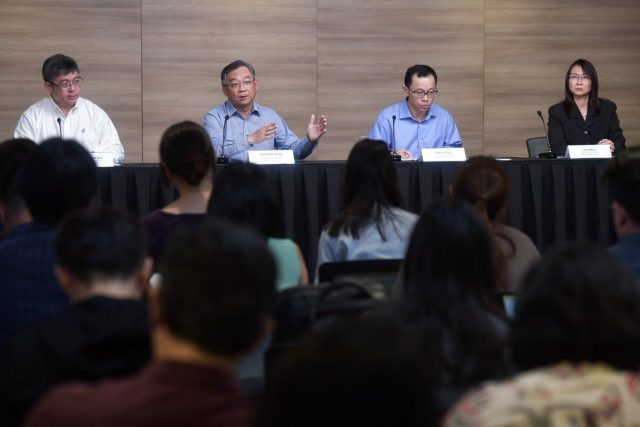 (Dari kiri) Direktur layanan medis di Kementerian Kesehatan Singapura, Kenneth Mak; Menteri Kesehatan Singapura, Gan Kim Yong; Sekretaris Tetap untuk Tenaga Kerja Singapura, Aubeck Kam; dan direktur sekolah di Kementerian Pendidikan Liew Wei Li pada konferensi pers pada 4 Februari 2020. ST FOTO: Kua Chee Siong/Straits Times