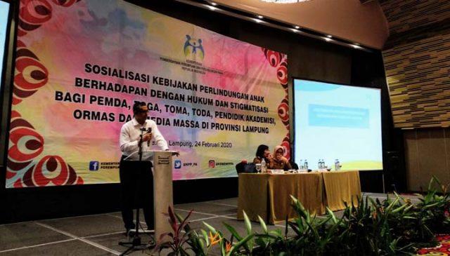 Asisten Deputi Perlindungan Anak dan Stigmatisasi Kementerian Pemberdayaan Perempuan dan Perlindungan Anak, Hasan memamparkan mencegah anak bermasalah dengan hukum.