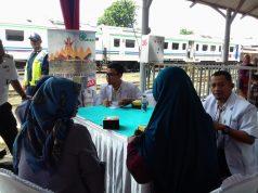 Pengobatan gratis di Stasiunn Tarahan, Panjang, Bandarlampung, Rabu (26/2/2020).