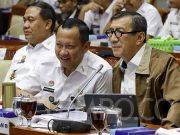 Menteri Hukum dan HAM, Yasonna Laoly berbincang saat mengikuti rapat kerja (raker) dengan Komisi III DPR di Kompleks Parlemen, Senayan, Jakarta, Senin, 24 Februari 2020. TEMPO/M Taufan Rengganis