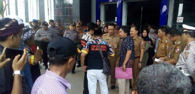 Pj. Sekkab Lampung Utara, Sofyan menemui perwakilan GMBI yang menyuarakan dugaan Pungli PTSL.