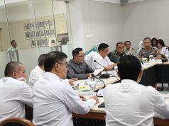 Rapat Koordinasi (Rakor) Pencegahan dan Penanganan Covid-19 bersama unsur Forum Komunikasi Pimpinan Daerah (Forkopimda) Jabar di Gedung Pakuan, Kota Bandung, Rabu (4/3/20) malam WIB.