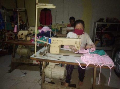 Sejumlah Perajin di Lampung Kini Memproduksi Masker
