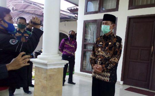 Plt Bupati Lampung Utara, Budi Utomo, menjelaskan meninggalnya pasien dalam perawatan (PDP) yang dirawat di RS Handayani pada Kamis dini hari (16/4/2020).