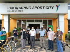 Wagub Sumatera Selatan, Mawardi Yahya (tengah), meninjau Wisma Atlet di Kompleks Stadion Jakabaring, Sabtu (18/4/2020). Foto: Humas Pemprov Sumsel