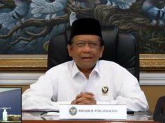 Menteri Koordinator Bidang Politik Hukum dan Keamanan (Menko Polhukam) Mahfud MD pada konferensi video yang diadakan Gugus Tugas Percepatan Penanganan COVID-19 di Kantor Graha Badan Nasional Penanggulangan Bencana (BNPB), Jakarta, Sabtu (25/4) (Istimewa