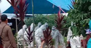 Pemakaman jenazah korban virus corona di TPU Kelurahan Sekincau, Lampung Barat, Sabtu petang (4/4/2020),