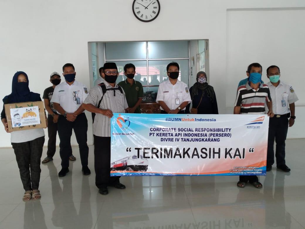 Berkah Ramadan, PT KAI Tanjungkarang Bagikan 700 Paket Sembako