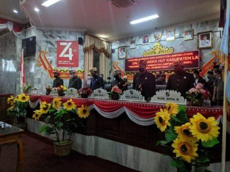 Pimpinan DPRD Lampung Utara dan Plt Bupati Budi Utomo dalam sidang paripurna Hut Lampung Utara.