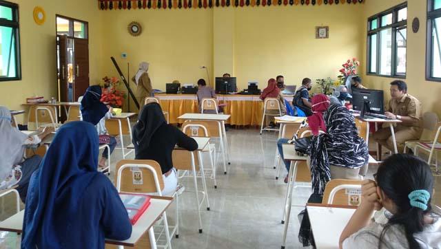 Suasana ruang PPDB di SMPN 23 Bandarlampung, Selasa (30/6/2020).