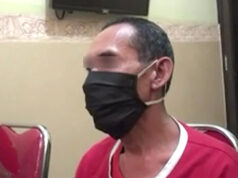 DA, tersangka kasus kekerasan seksual terhadap anak yang merupakan oknum pendamping anak P2TP2A) Lampung Timur, saat diperiksa di ruang Subdit Renakta Ditreskrimum Polda Lampung.