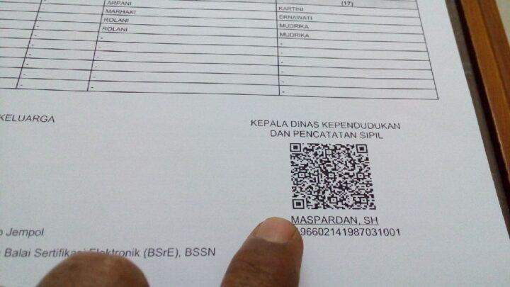 Tanda Tangan Elektronik atau QR Code yang ada pada setiap dokumen kependudukan yang akan dicetak sendiri oleh para pemohon.