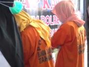 Dua mucikari, Maila Kaesa (31), warga Pemalang Jawa Tengah dan Melianita Nur (21), warga Tambora, Jakarta Barat yang ditetapkan tersangka kasus protitusi online dugaan perdangangan orang.