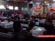 Plt. Bupati Lampung Utara, Budi Utomo membacakan pidato pengantar Raperda Tentang Pertanggungjawaban Pelaksanaan Anggaran tahun 2019 di Gedung DPRD Lampung Utara, Rabu (15/7/2020).