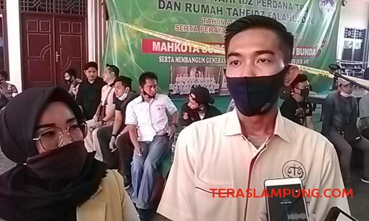 Indra Sukma, kuasa hukum tersangka dari Lembaga Bantuan Hukum (LBH) saat ditemui di Masjid Falahuddin usai dilakukan gelar rekonstruksi kasus penusukan terhadap korban Syekh Ali Jaber, Kamis (17/9/2020).