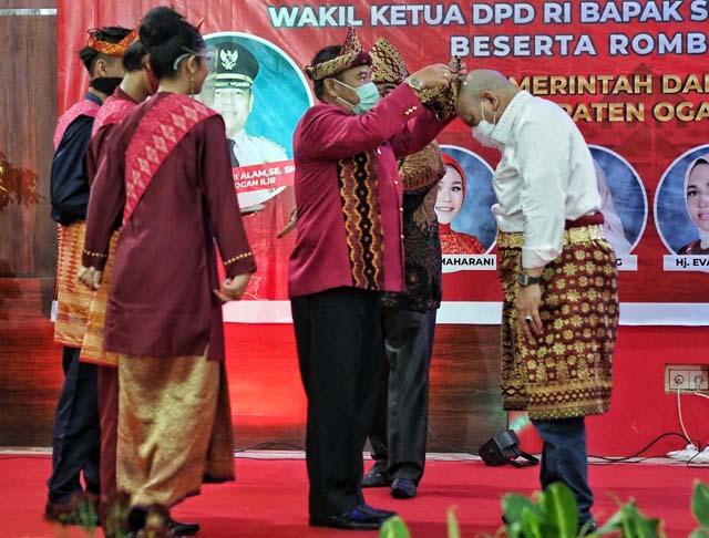 Kunker di Sumsel, Ketua DPD RI Dapat Gelar Tetue Bebuyutan Rambang Kuang