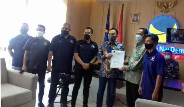 Penyerahan Formulir B.1 KWK dari Partai Nasdem kepada Raden Adipati Surya-Ali Rahman dan Yusron Aminullah-Benny Kisworo, Selasa (1/9/2020).