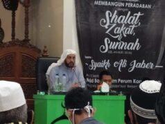 Syekh Ali Jaber berceramah di Masjid Baiturrohim Perumahan Korpri, Sukarame, Bandarlampung, Minggu malam (13/9/2020). Foto: Ist