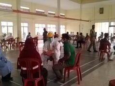 Ratusan warga Kecamatan Sidomulyo saat dilakukan rapid test oleh tim Satgas Penanganan Covid-19 Kabupaten Lamsung Selatan dan petugas kesehatan Kecamatan Sidomulyo di GSG Bethik Hati Sidomulyo, Senin (7/9/2020).