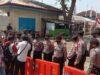 Polisi menjaga ketat Kantor Bawaslu Bandarlampung, Sabtu (12/9/2020).