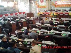 Suasana sidang paripurna DPRD Lampung Utara yang kembali mulur seperti biasanya, Kamis (24/9/2020).