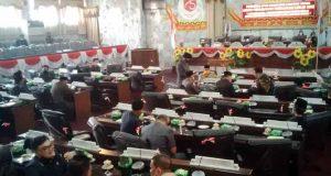 Suasana sidang paripurna DPRD Lampung Utara yang kembali mulur seperti biasanya