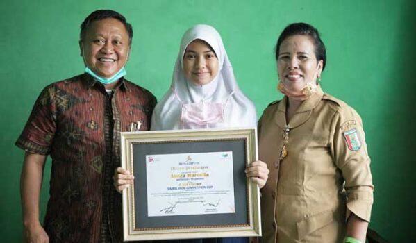 Siswi SMPN 1 Pesawaran Raih Juara Favorit 'SimPel Vlog Competition'