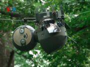 Slotboth, robot menyerupai hewan kungkang yang berfungsi untuk membantu konservasi hutan. Foto: VOA