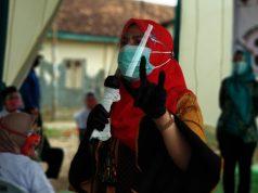Calon walikota nomer 3 Eva Dwiana dalam kampanye tatap muka di Kelurahan Campang Raya, Kecamatan Sukabumi, Sabtu (3/10/2020).