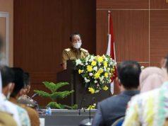 Gubernur Arinal Djunaidi memberikan sambutan pada Rapat Koordinasi Rencana Pembangunan Kawasan Pariwisata Terintegrasi Pelabuhan Bakauheni, di Ruang Rajabasa Kantor Pemerintah Kabupaten Lampung Selatan, Senin (26/10/2020).