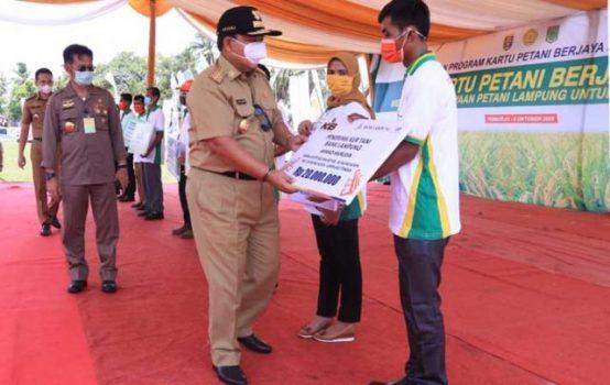 Gubernur Lampung dan Mentan Resmikan Kartu Petani Berjaya