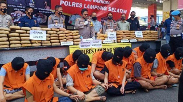 Kapolres Lampung Selatan, AKBP Zaky Alkazar Nasution menjelaskan hasil pengungkapan kasus penyelundupan narkoba dalam konferensi pers di Mapolres setempat, Selasa (6/10/2020).