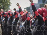 Sejumlah buruh menggelar aksi menolak RUU Cipta Kerja di depan Gedung DPR RI, Jakarta, Rabu, 30 September 2020. TEMPO/M Taufan Rengganis