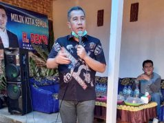 Dendi Ramadhona pada acara pengukuhan tim pemenangan di Desa Persiapan Gerujugan, Negerikaton, Pesawaran, Jumat (23/10/2020).